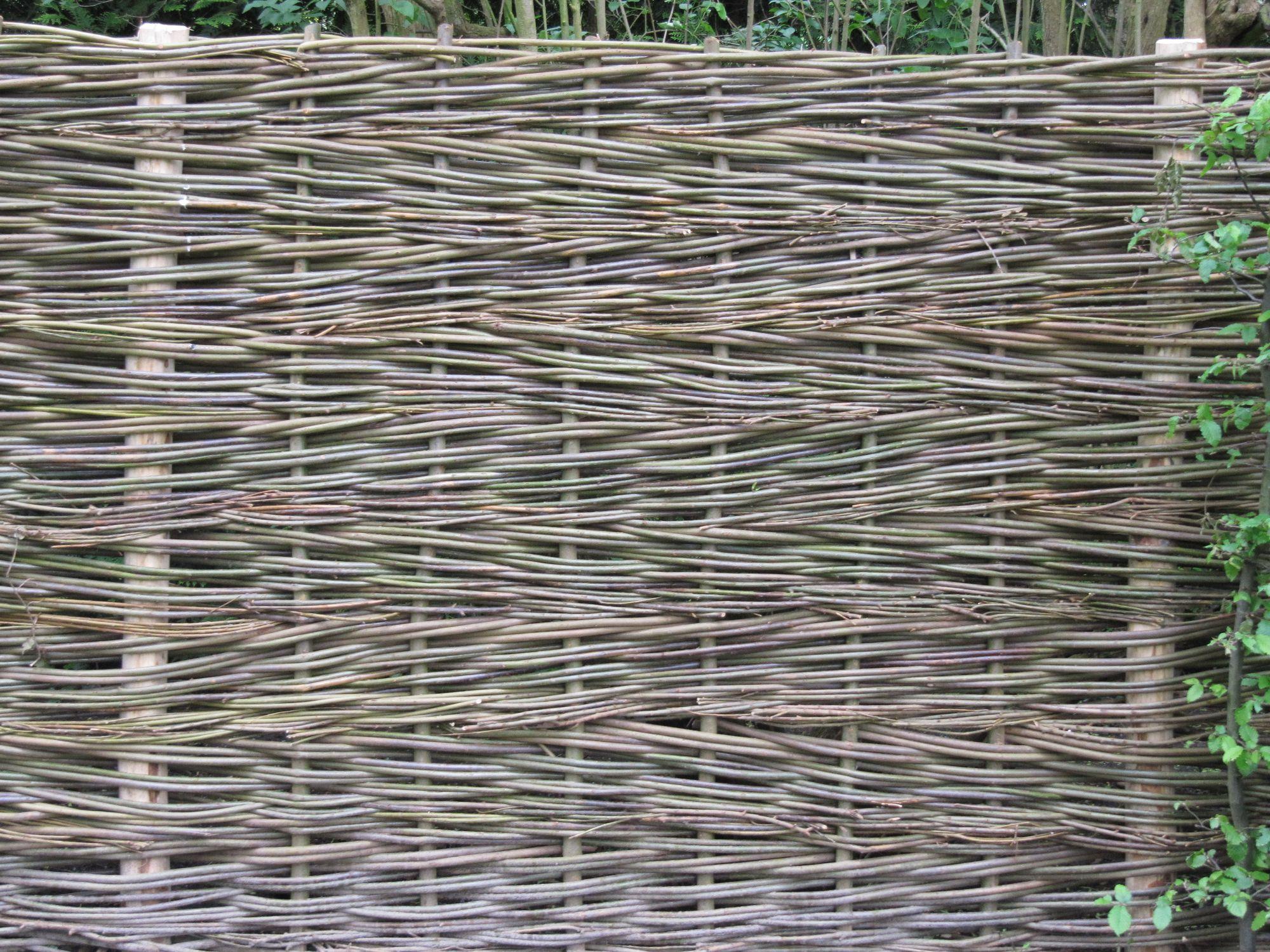 Weidenzaumelement als Alternative zu klassischen Holzzaun- und Zaunelementen Einbau von Sichtschutzelementen aus Weide in Berlin