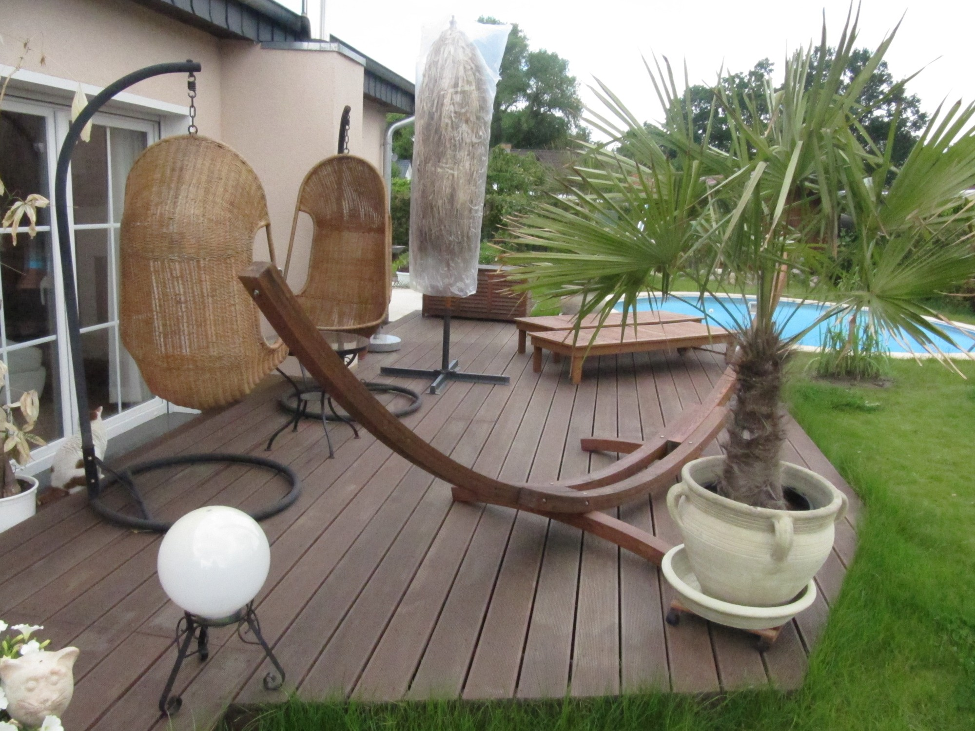 Mediterraner Garten mit anspruchsvollen Steinarbeiten Terrasse mit südfranzösischem Flair