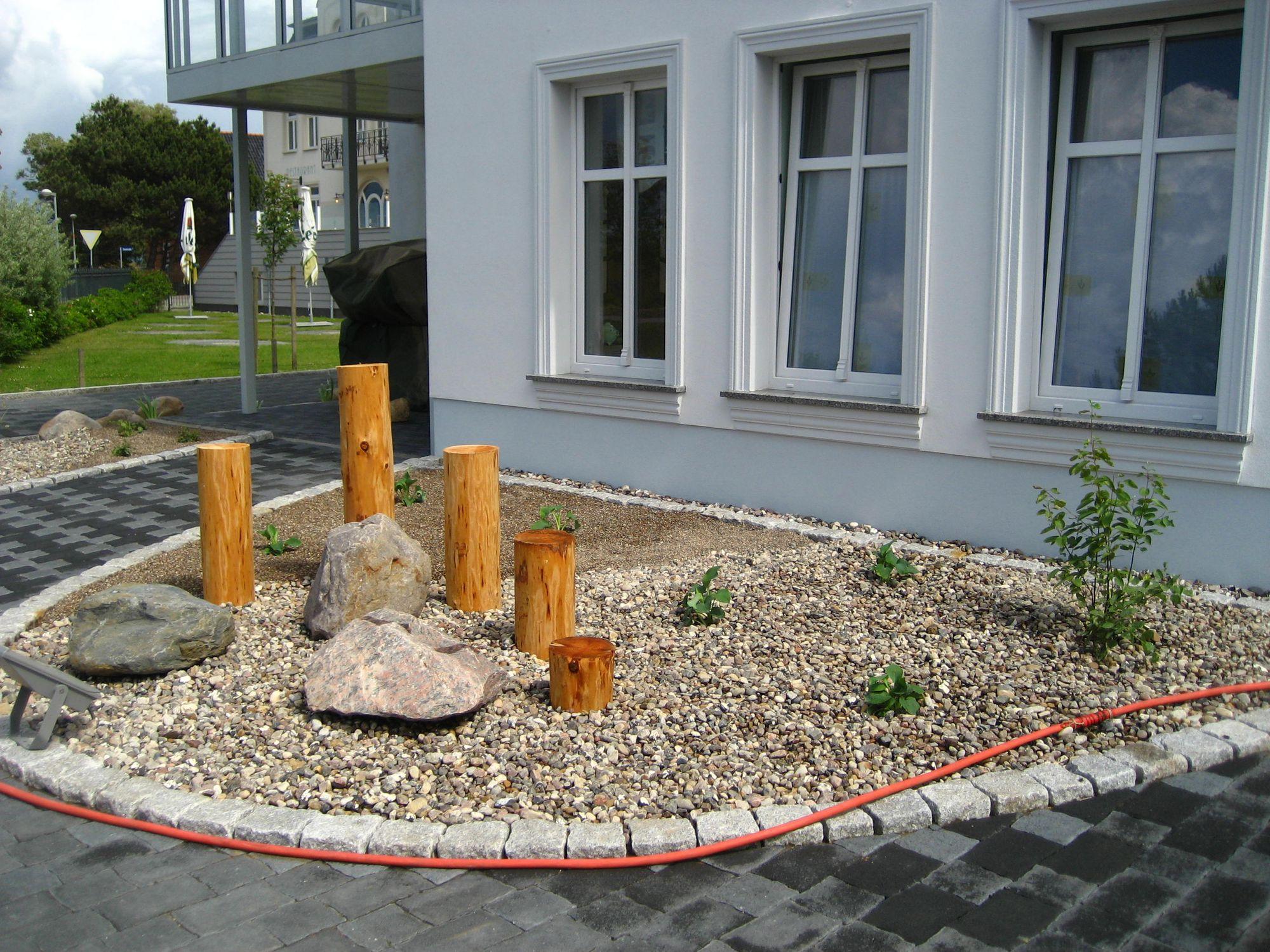 Steigarten anlegen: Ideen für pflegeleichten Kiesgarten mit amaritimer Charakter