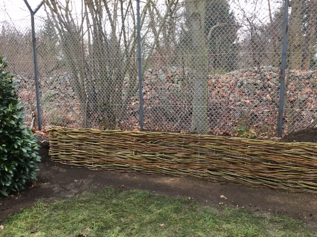 Sichtschutz aus Weidegeflecht: Natürliche Hang- und Böschungssicherung aus frischen Weidenruten