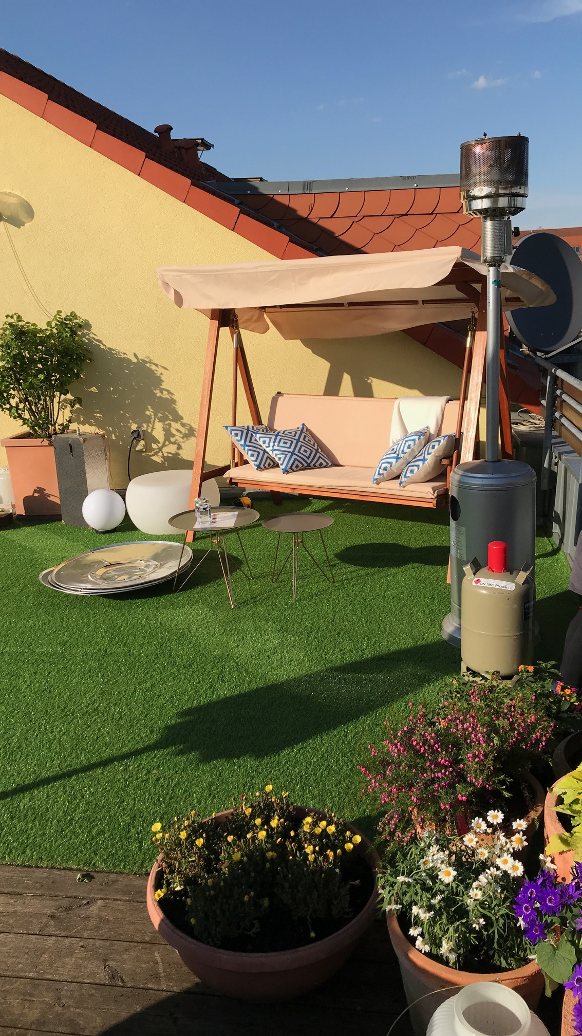 Rooftop Terrasse mit Gartencharakter Winterharte Kübelpflanzen für Terrasse und Balkon