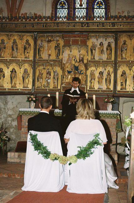 Hochzeitsfloristik in Berlin: professionelles Blumen Arrangement für die Kirche und Standesamt